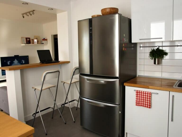 Фото кухни-гостиной с барной стойкой