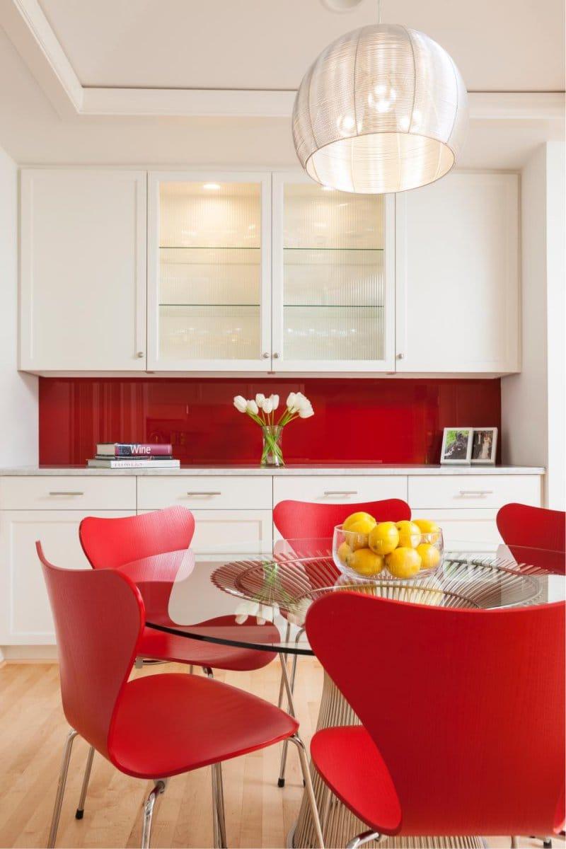 Дизайн красной кухни: 33 ярких идеи и фото интерьеров, мебели, декора