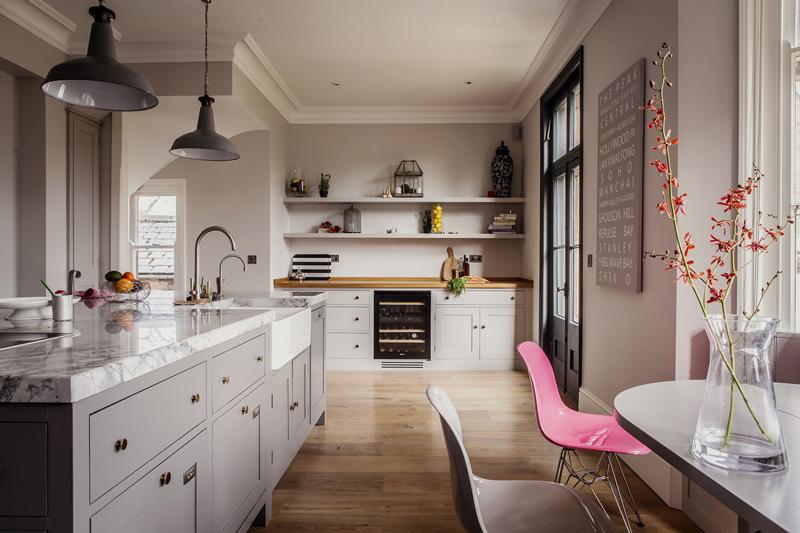 Cómo equipar la cocina en una foto de la casa privada