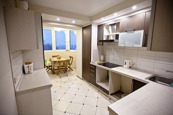 Кухня 12 кв м дизайн с балконом фото