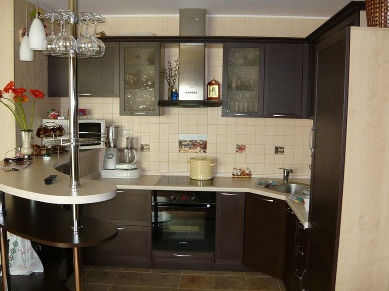 Интерьер кухни плита и мойка