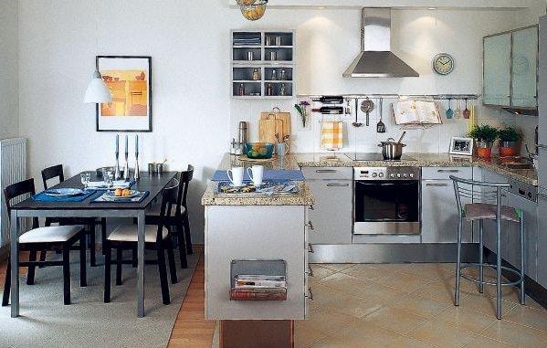 """полуостров"" на кухне 11 кв. м"