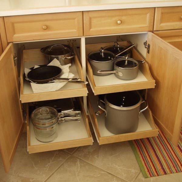 На кухне ролики, фистинг толстушке двумя руками