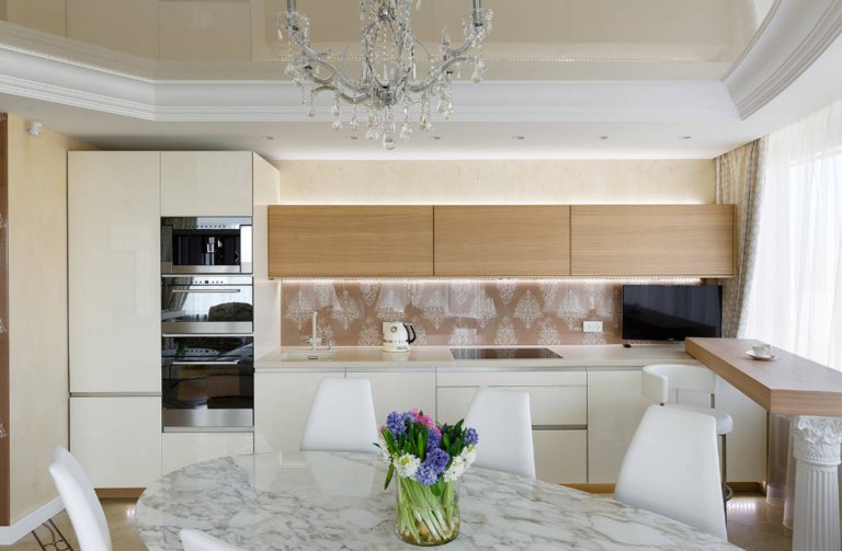 Точечные светильники на кухне размещение фото