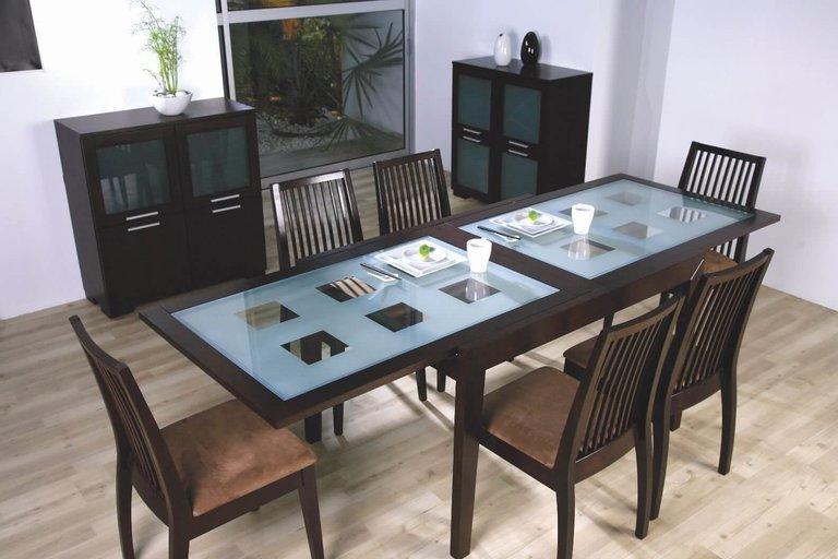 tavolo rotondo di vetro in cucina