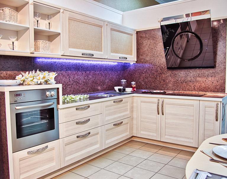 La cocina en el estilo de foto moderna