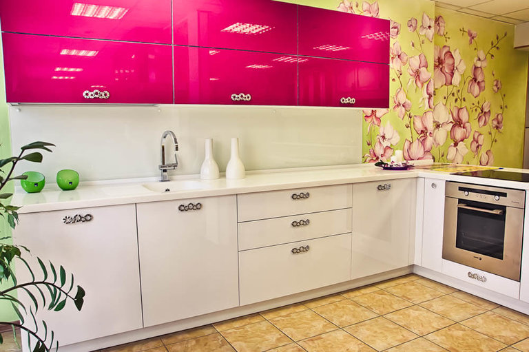 Цвет фуксия кухня фото