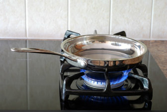 Как выбрать сковородку и какая лучше: гид покупателя рейтинг производителей