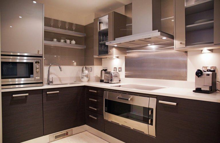 коричневая кухня в интерьере фото