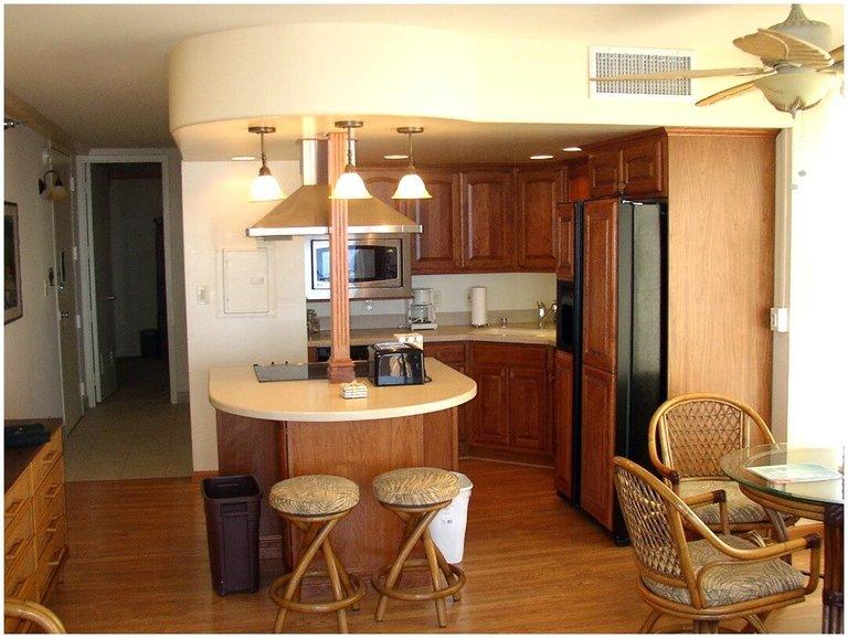 фото дизайн маленькой кухни с барной стойкой