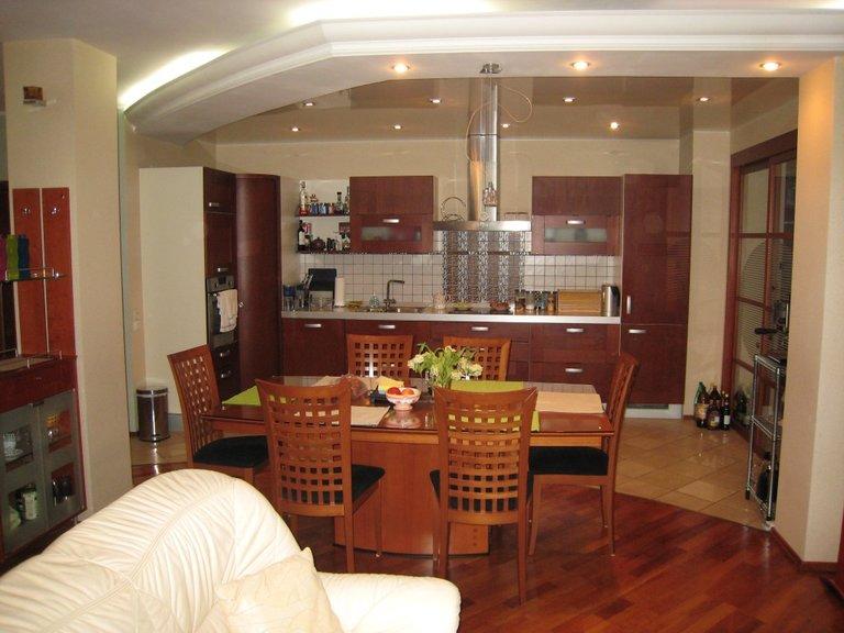 Сочетание ламината и плитки на кухне