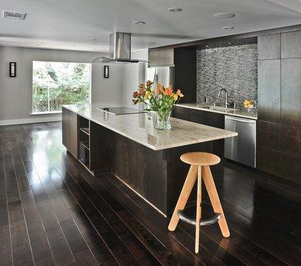Мебель и пол венге на кухне