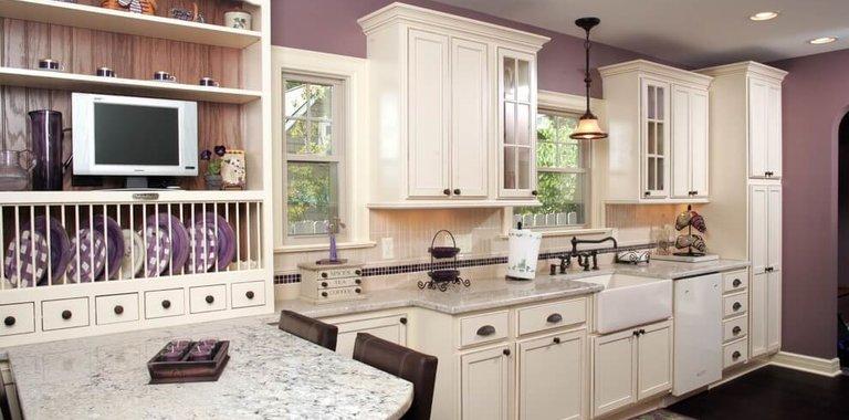 Сиреневая кухня: свежие фото-примеры мебели и оформления интерьеров