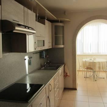 Столовая на балконе совмещенном с кухней