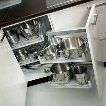 удобные выдвижные шкафы для кухни 8м2