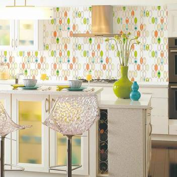 сочетание плитки и обоев на кухне фото
