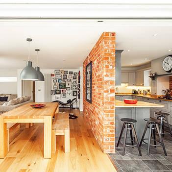 кухня студия с несущей стеной